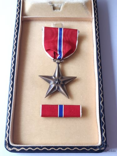 WWII Bronze Star with case